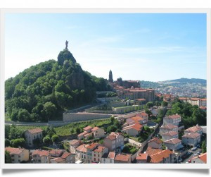 Le_Puy-en-Velay_-_Panorama_-_JPG1-framed-300x251